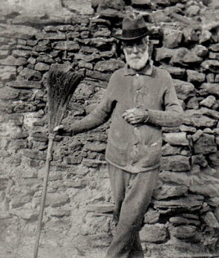 BLUE TRAIL 4:  Site of William Murphy's Hut, Hat Hill